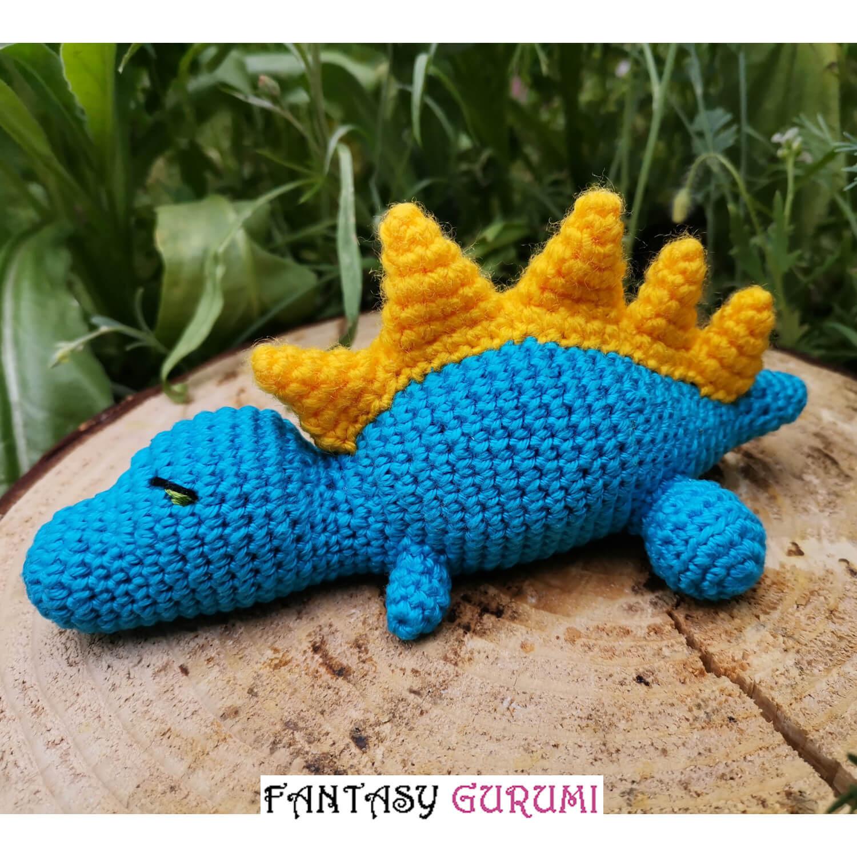 bébé t-rex bleu et jaune